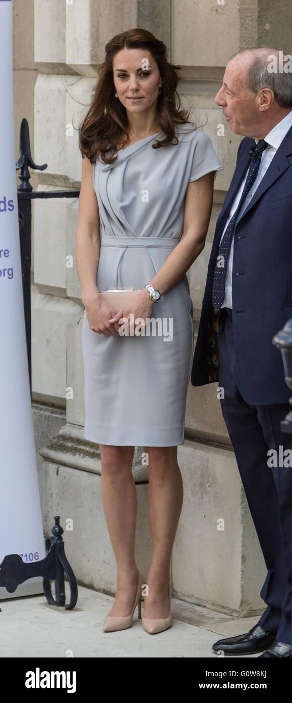 Londres. En el Reino Unido. El 4 de mayo de 2016. La duquesa de Cambridge realiza su primera participación como Patrono de la Anna Freud Center por asistir a un almuerzo recepción apoyando el desarrollo de un nuevo centro de excelencia para la salud mental de los niños. Crédito: © Londres pix/Alamy Live News Foto de stock