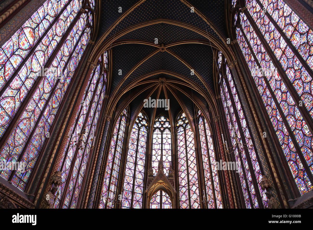 Las vidrieras. La capilla superior de la Sainte-Chapelle (la Santa Capilla). 1248. París. Francia. El gótico. Foto de stock