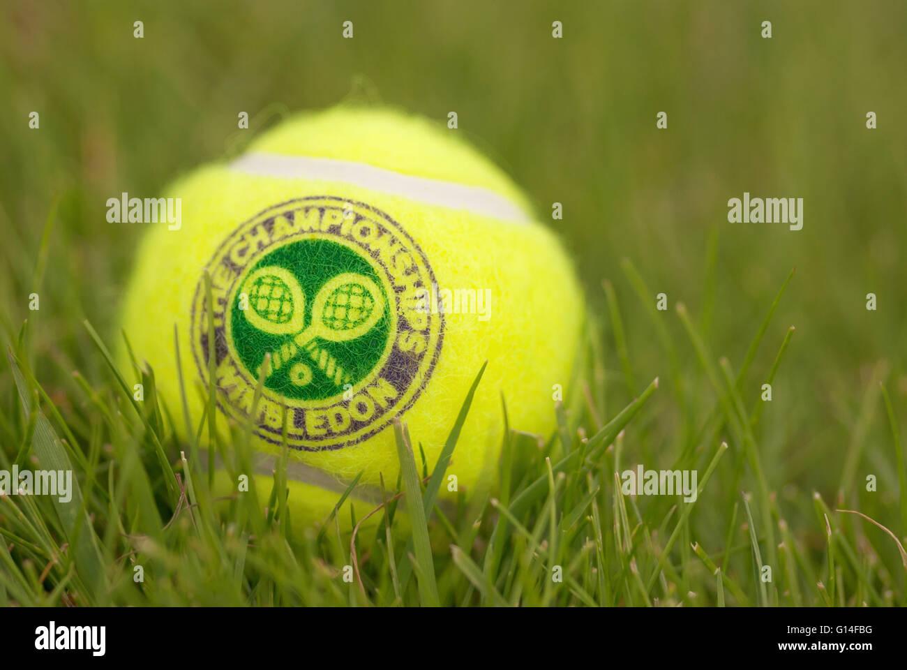 Londres, Inglaterra, el 22 de junio, 2009: pelota de tenis tradidional oficial para el torneo de Wimbledon, Londres, Reino Unido. Foto de stock