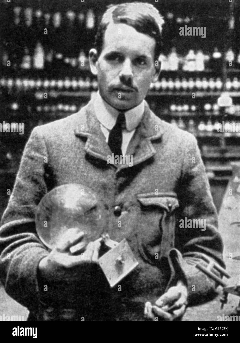 Henry moseley 1887 1915 fsico ingls l es conocido por su l es conocido por su justificacin cuantitativa de las empricas previamente el concepto de nmero atmico y por la ley de moseley que ordena los urtaz Image collections