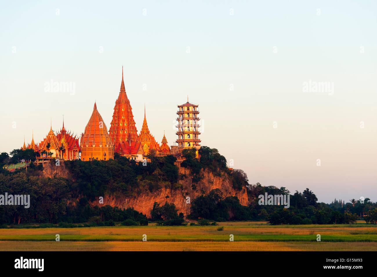 Templo Wat Tham Sua, Kanchanaburi, Tailandia, el sudeste de Asia, Asia Imagen De Stock