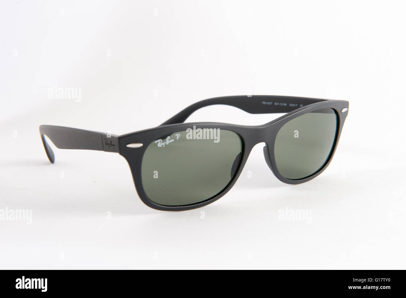 Wayfarer Sunglasses Imágenes De Stock & Wayfarer Sunglasses Fotos De ...