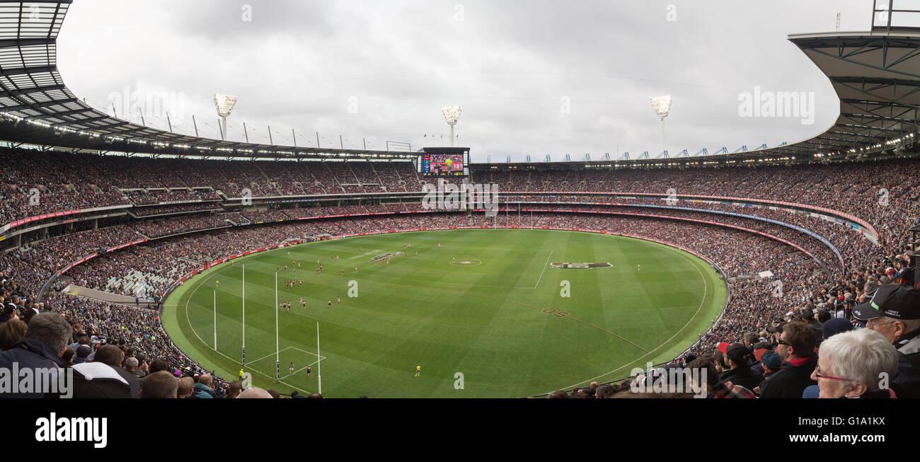 Melbourne, Australia - 25 de abril de 2015: vistas panorámicas de Melbourne Cricket Ground en el Día Anzac Imagen De Stock