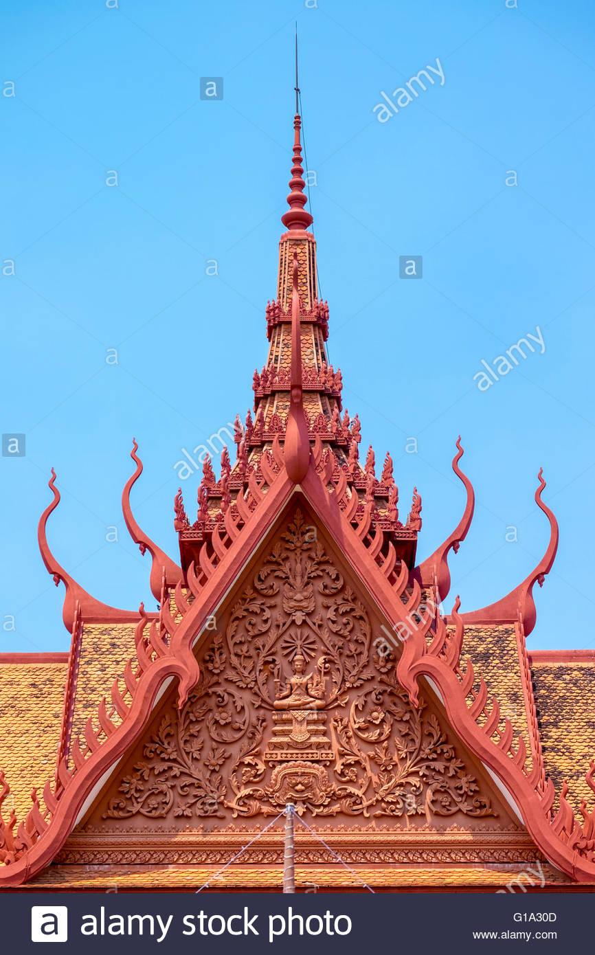 Arquitectura khmer, techo pináculos de Museo Nacional de Camboya, Phnom Penh, Camboya Imagen De Stock