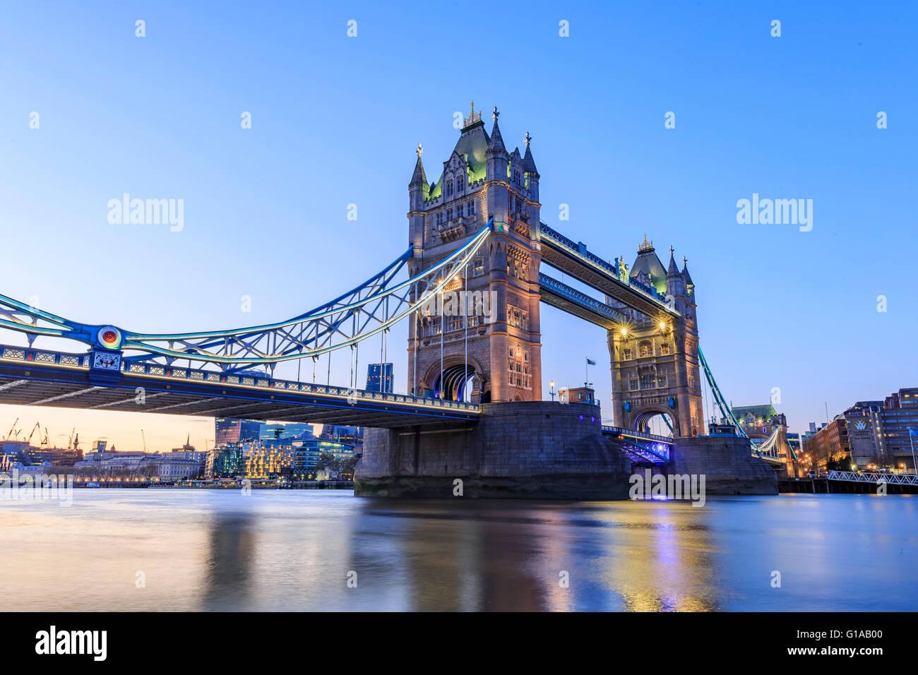 El famoso puente de la torre en Londres, Reino Unido Foto de stock
