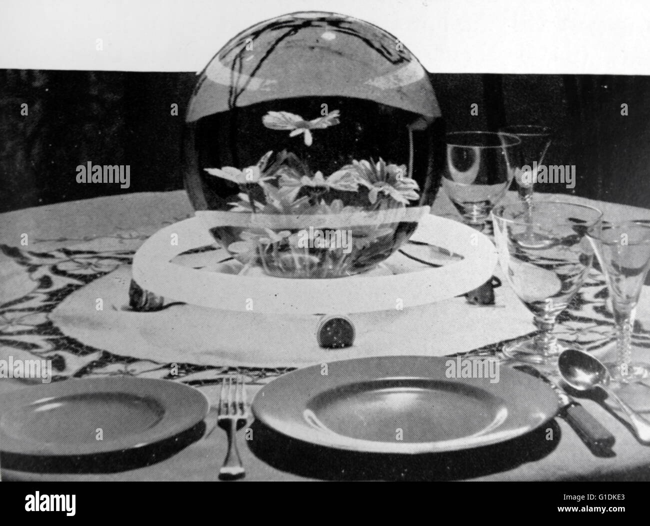 Concepto de iluminación de mesa redonda por medio de una tira de arquitectura que puede ser conectado a la Imagen De Stock