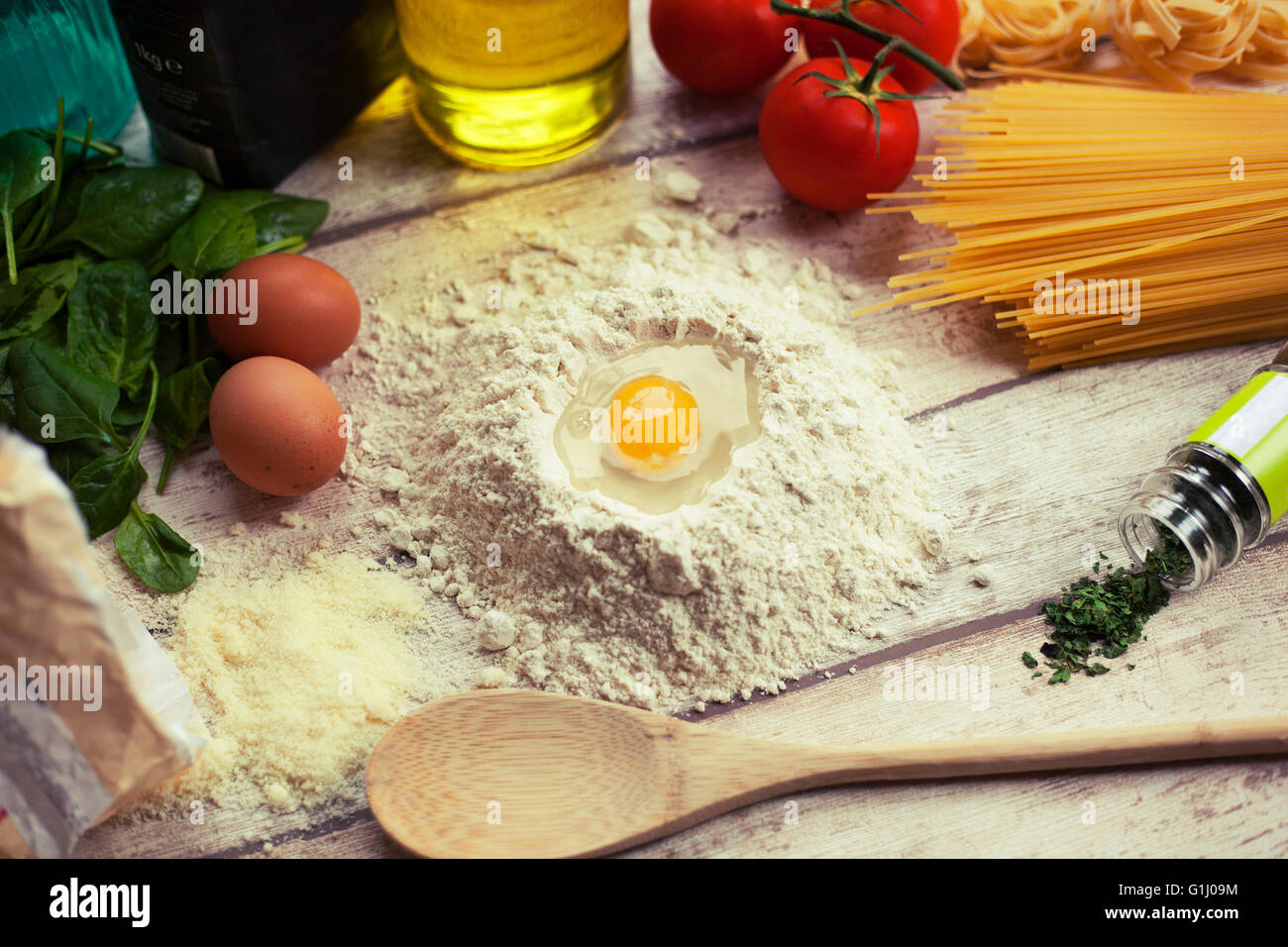 La preparación de la comida italiana tradicional casera Imagen De Stock