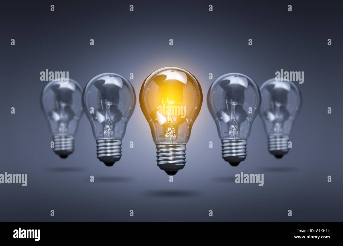Bombilla de luz Idea Creativa Innovación líder - Stock Image Imagen De Stock