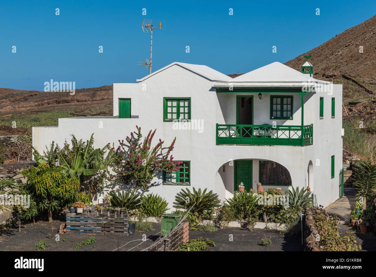 Casa blanca en el jard n de cactus de lanzarote dise ado - El jardin en casa ...