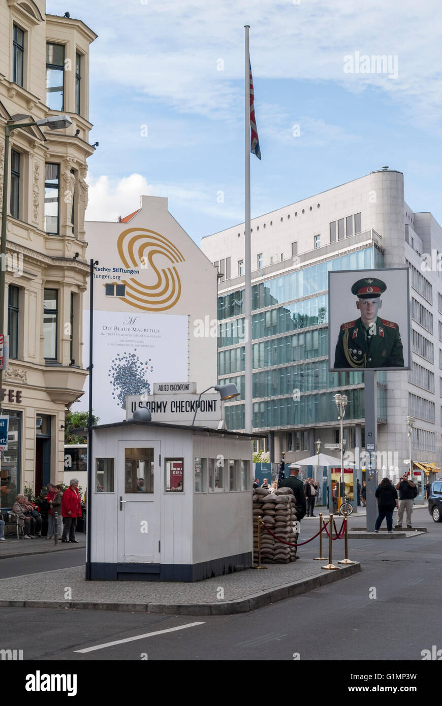 Las fuerzas aliadas Checkpoint Charlie friedrichstrasse Berlín oriental Imagen De Stock