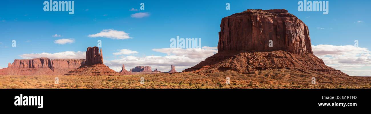 Scenic Drive, mesetas, Monument Valley Navajo Tribal Park, la Nación Navajo, Reserva, Arizona, Utah, EE.UU. Imagen De Stock