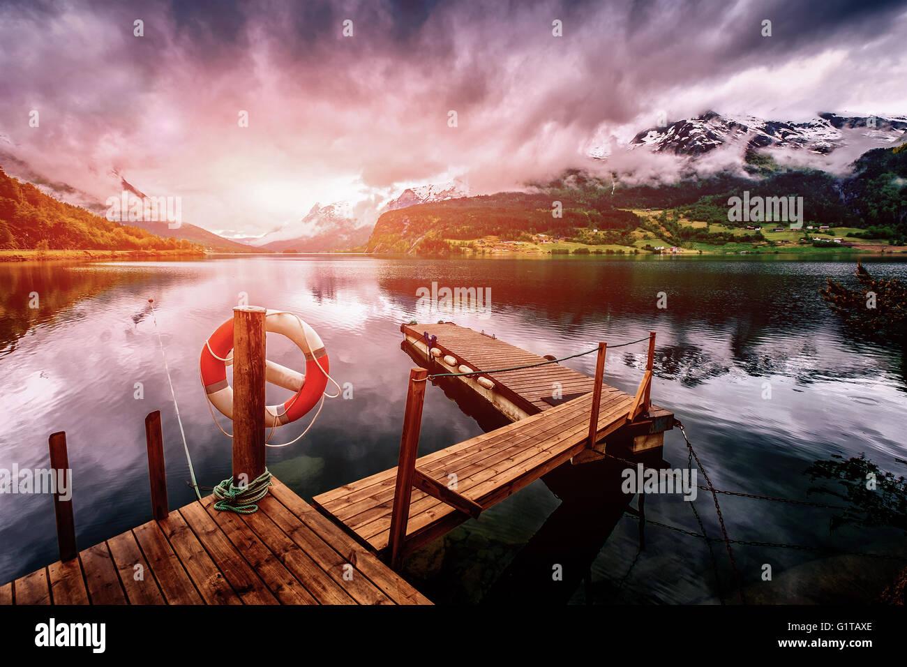 Hermosa naturaleza noruega paisaje natural. Filtro aplicado en post-producción. Imagen De Stock