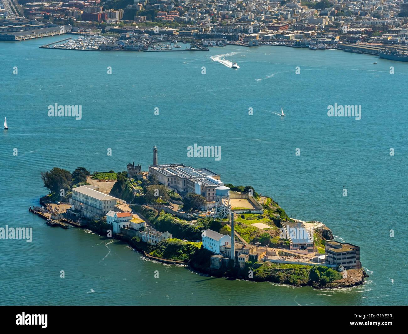 Vista aérea, Alcatraz, prisión de Alcatraz Island con faro, San Francisco, San Francisco Bay Area, USA, Imagen De Stock