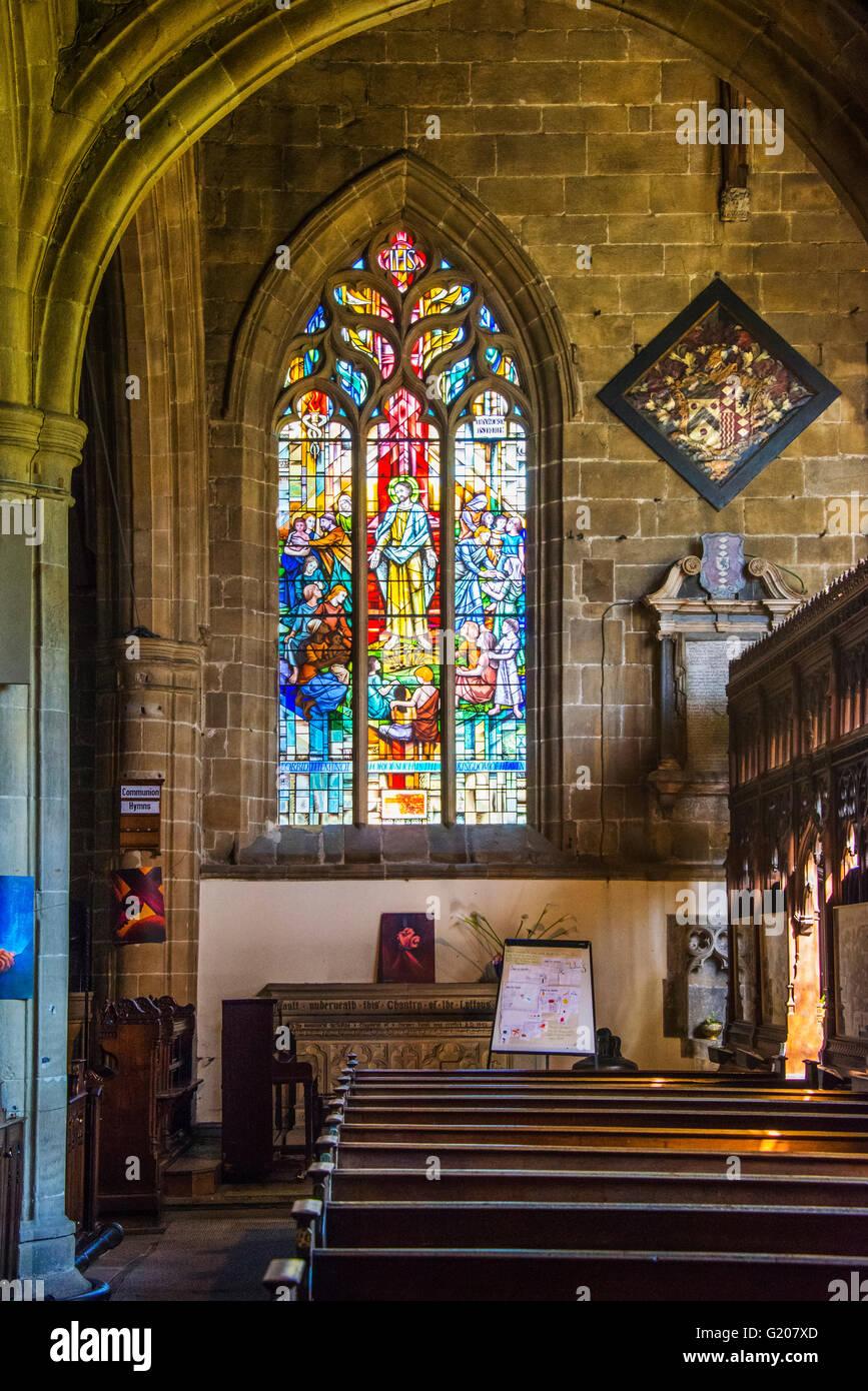 La ventana de Newton, el Lytton capilla, Iglesia Parroquial, Tideswell Tideswell, Derbyshire Foto de stock