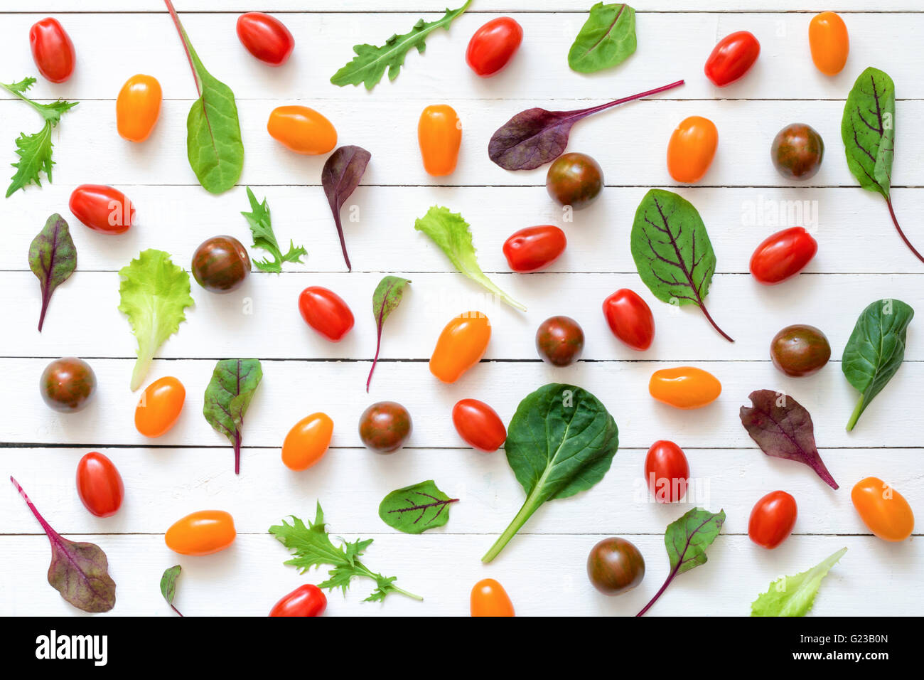 Colorido laicos plana de ingredientes alimentarios. Fondo de alimentos saludables Imagen De Stock