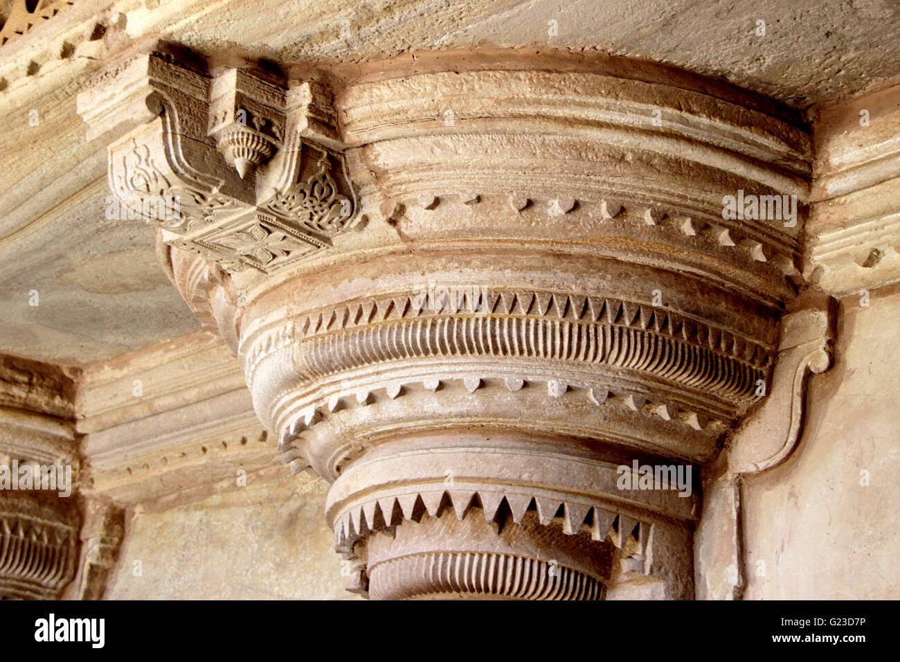 Exquisito tallado en la parte superior del pilar a Gwalior Fort, Gwalior, Madhya Pradesh, India, Asia Foto de stock