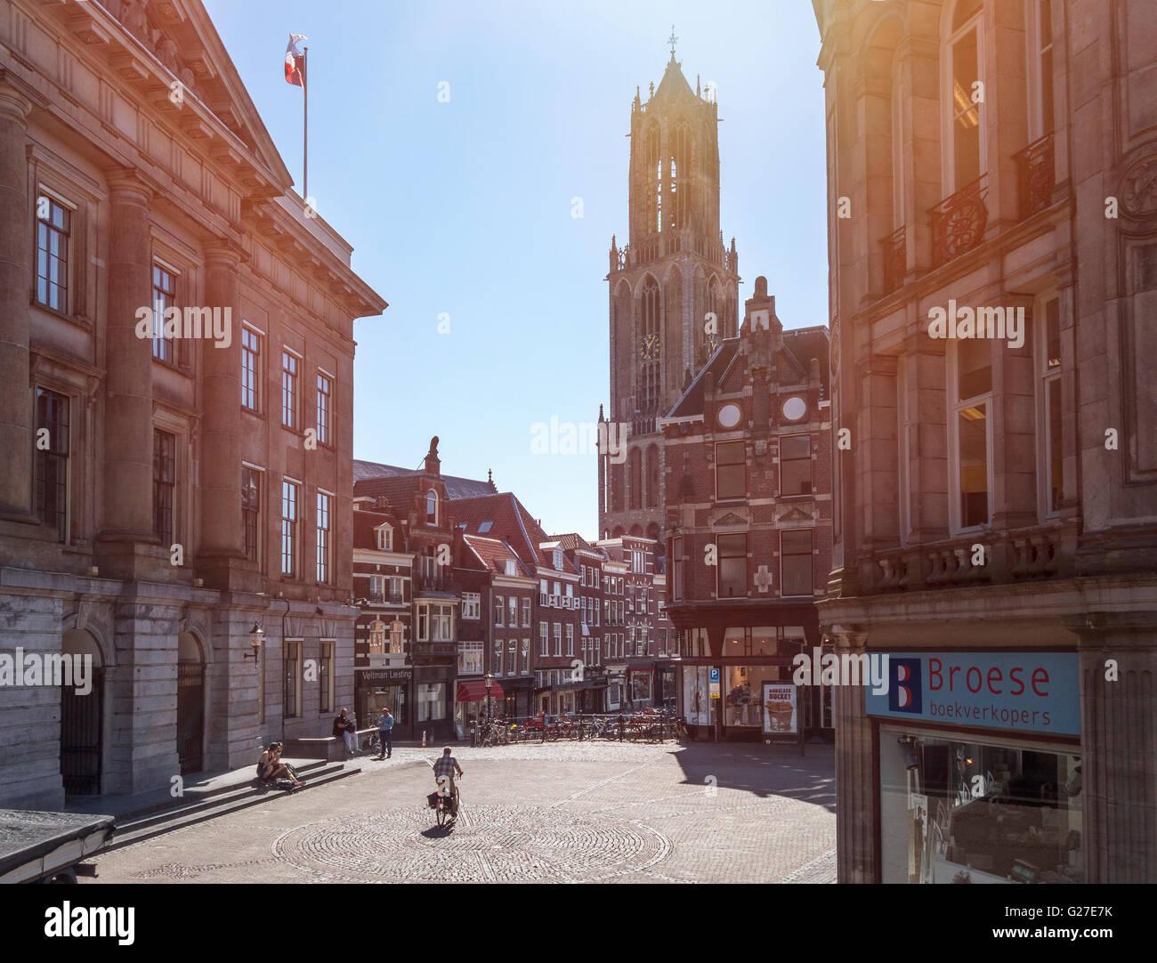 Utrecht Utrecht Stadhuisbrug y Vismarkt, Puente del Ayuntamiento y el Vismarkt con torre Dom, en los Países Imagen De Stock