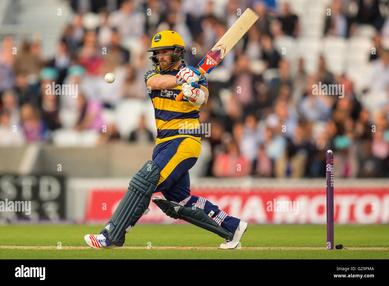 Londres, Reino Unido. 26 de mayo de 2016. David Lloyd bateando para Glamorgan en el T20 blast partido de cricket Imagen De Stock