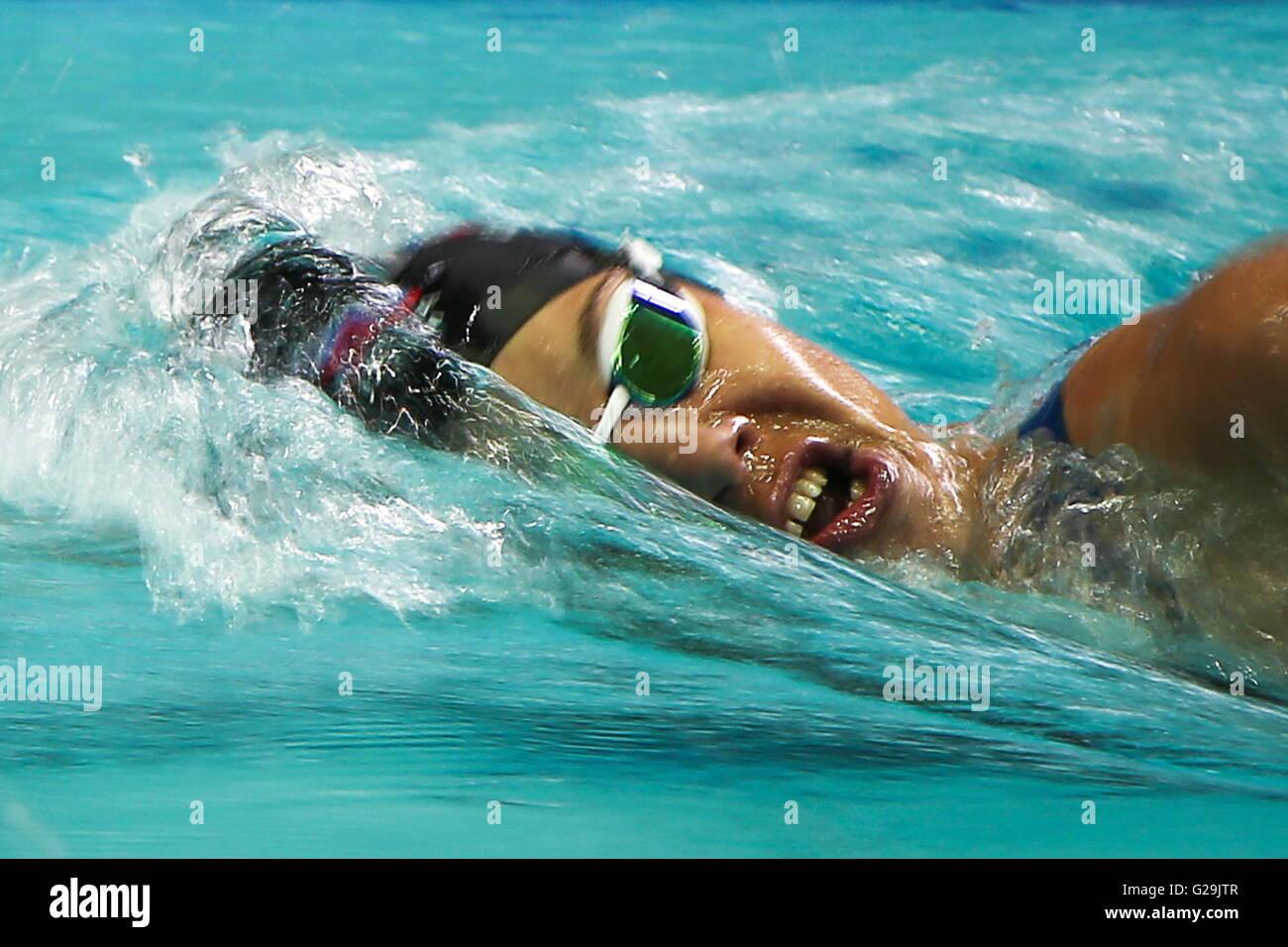 Moscú, Rusia. 27 de mayo de 2016. Atleta Anna Buryak compite en el Women's 200 m natación freestyle Imagen De Stock