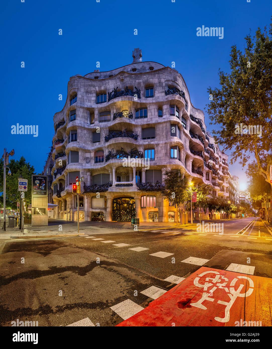 La Casa Milà, La Pedrera, Barcelona, Cataluña, España Imagen De Stock