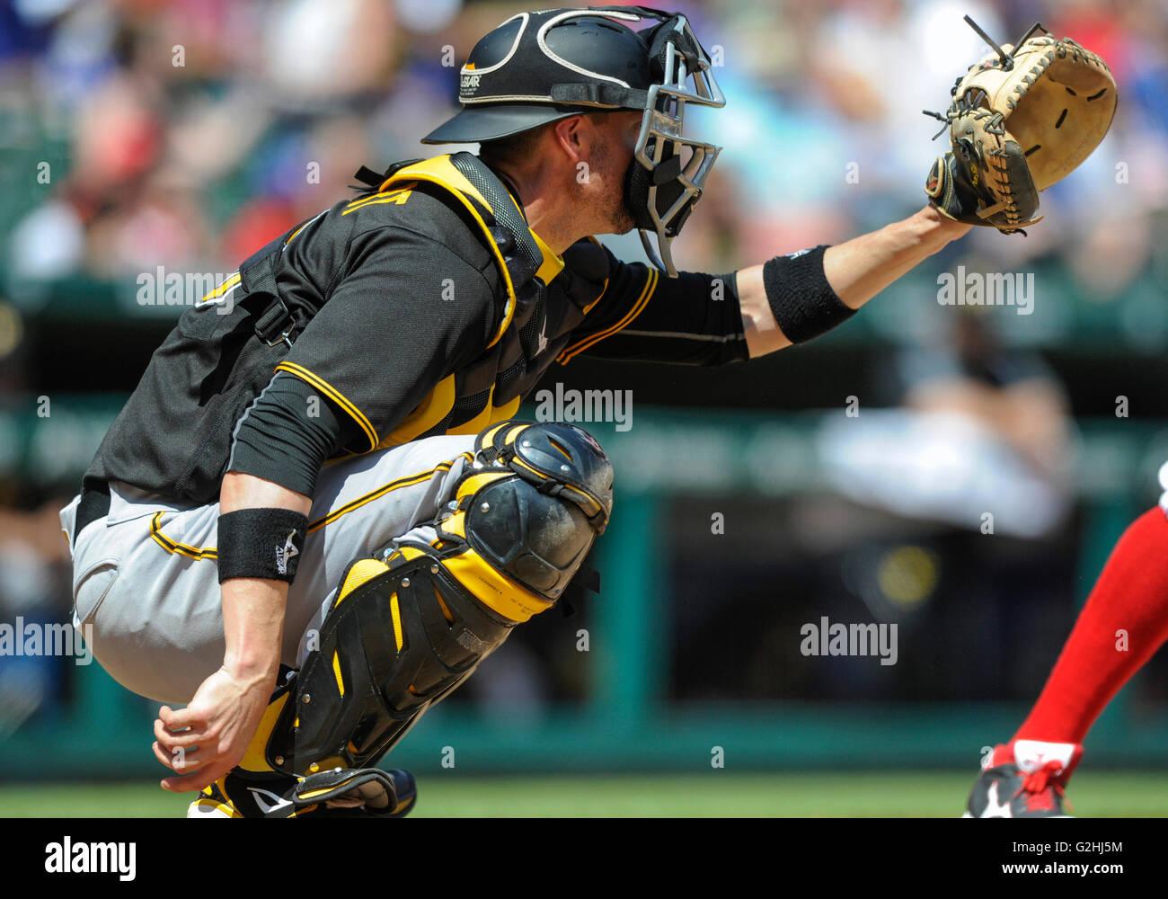 Mayo 29, 2016: Pittsburgh Pirates catcher Chris Stewart #19 durante un juego MLB entre los Piratas de Pittsburgh Imagen De Stock