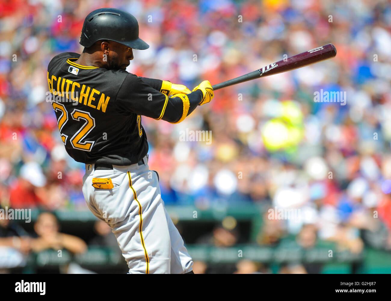 Mayo 29, 2016: la jardinera del centro de los Piratas de Pittsburgh Andrew McCutchen #22 durante un juego MLB entre Imagen De Stock