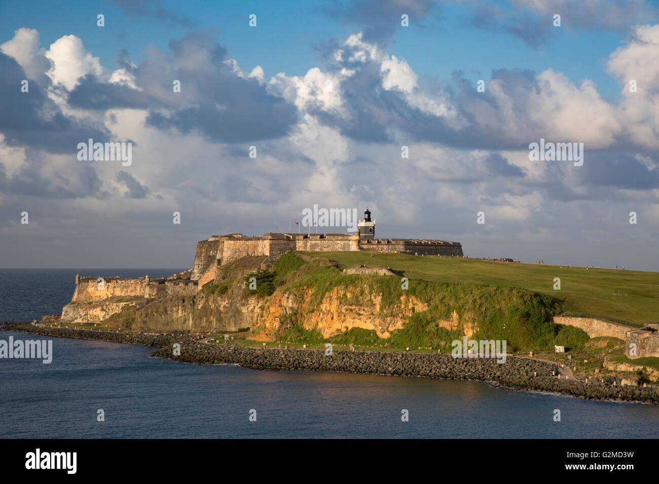 Ajuste la luz solar a través de la fortaleza El Morro, Old Town, san Juan, Puerto Rico Imagen De Stock