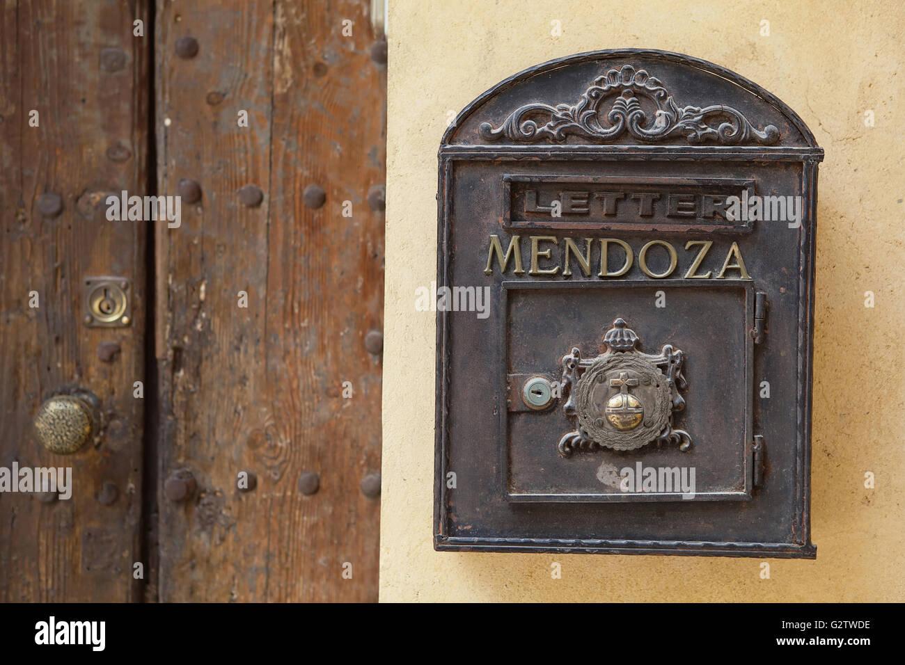 España, Andalucía, Sevilla, Letterbox en el patio de la iglesia Colegial del Divino Salvador. Imagen De Stock