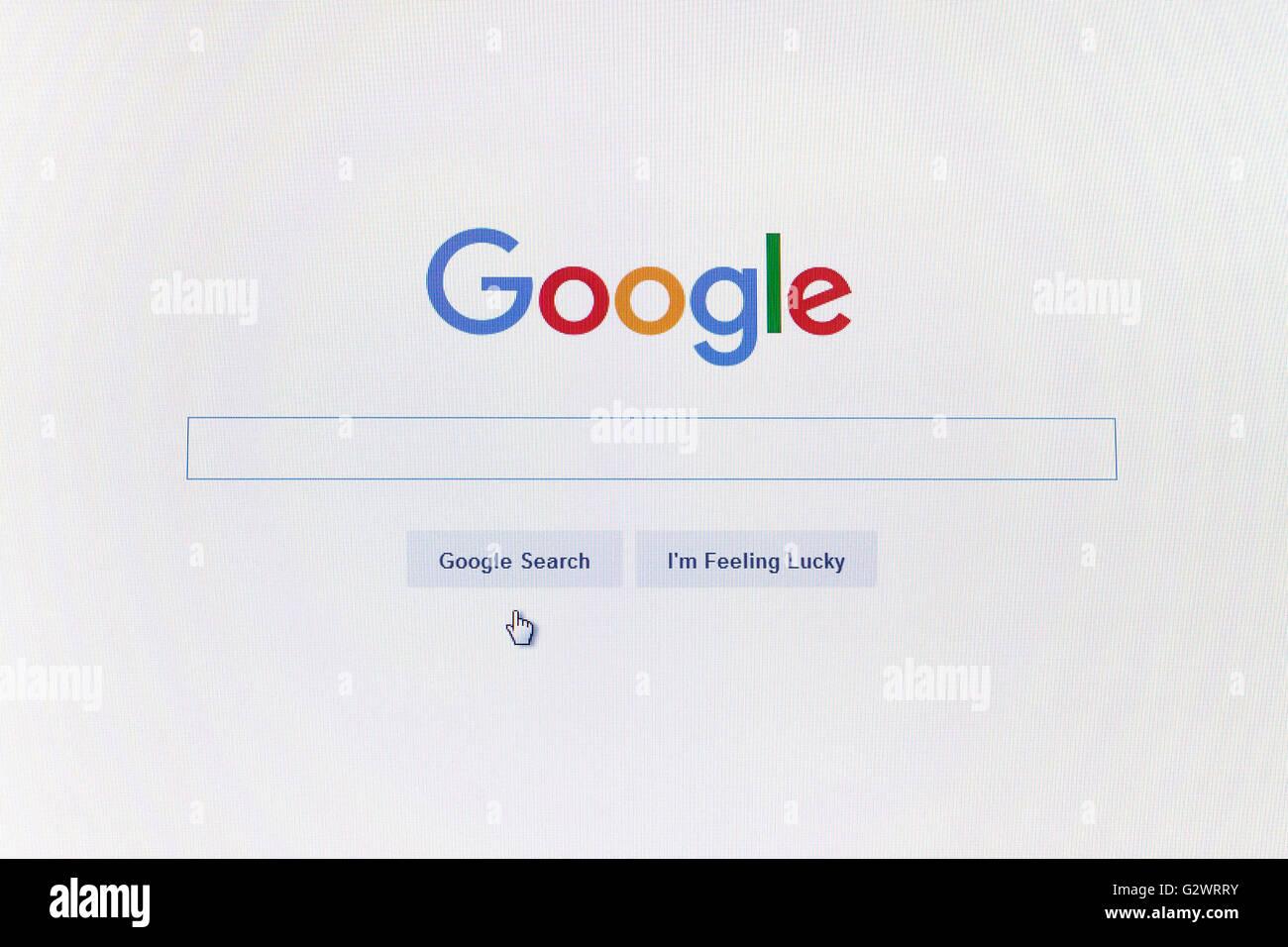 GDANSK, Polonia - 14 de mayo de 2016. Página de google.com y el cursor en la pantalla del ordenador. Sólo Imagen De Stock