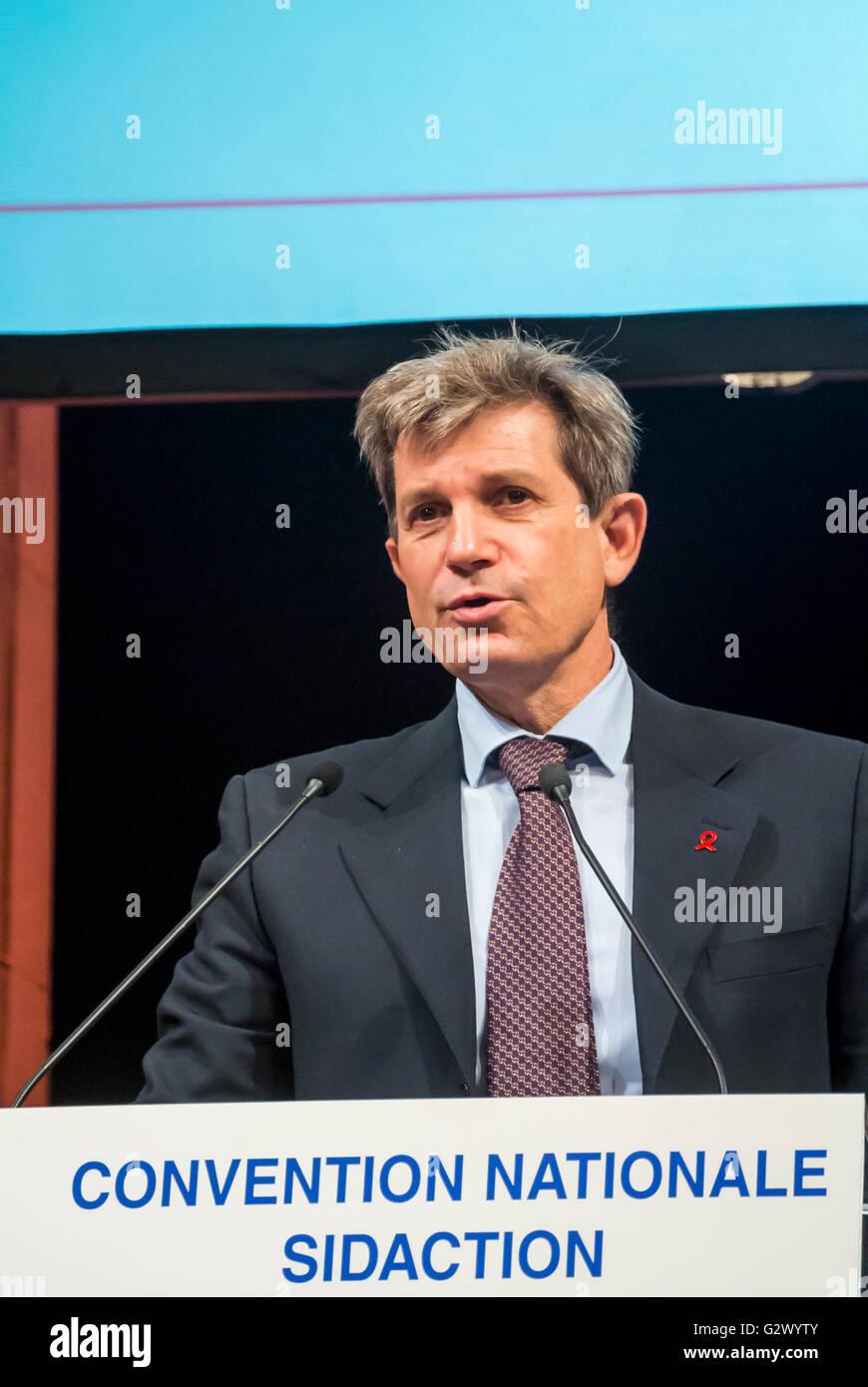París, Francia, el político francés dando discurso sobre VIH/SIDA en Francia en la Convención Imagen De Stock