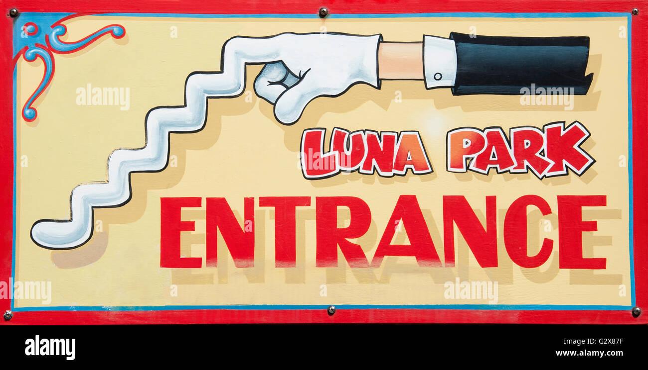 Señal de entrada en el Luna Park Sydney, Milsons Point, Sydney, New South Wales, Australia Imagen De Stock