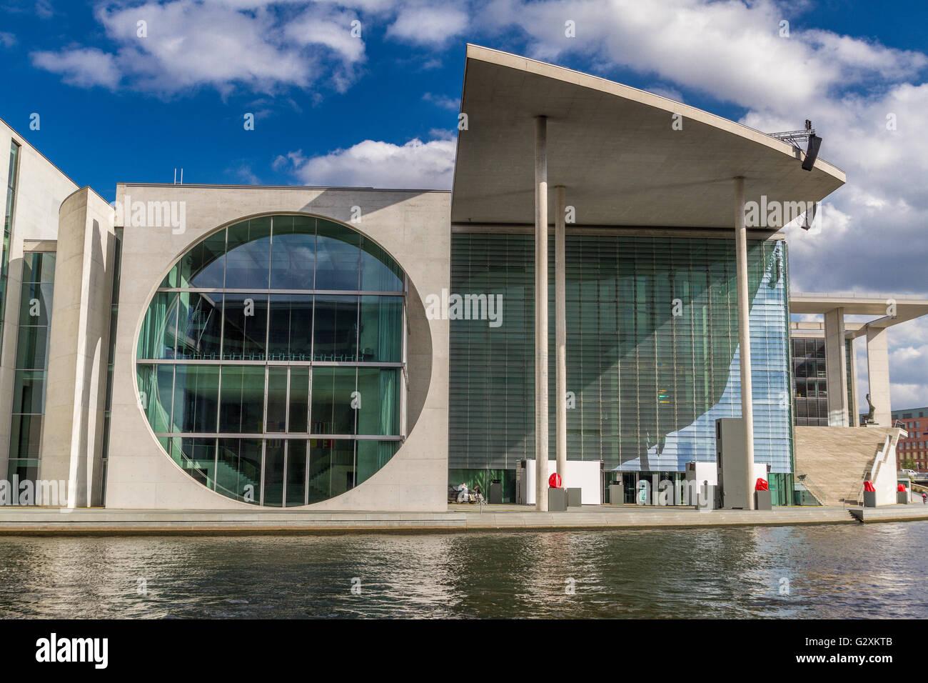 Edificio Parlamentario alemán junto al río Spree, Berlín Foto de stock
