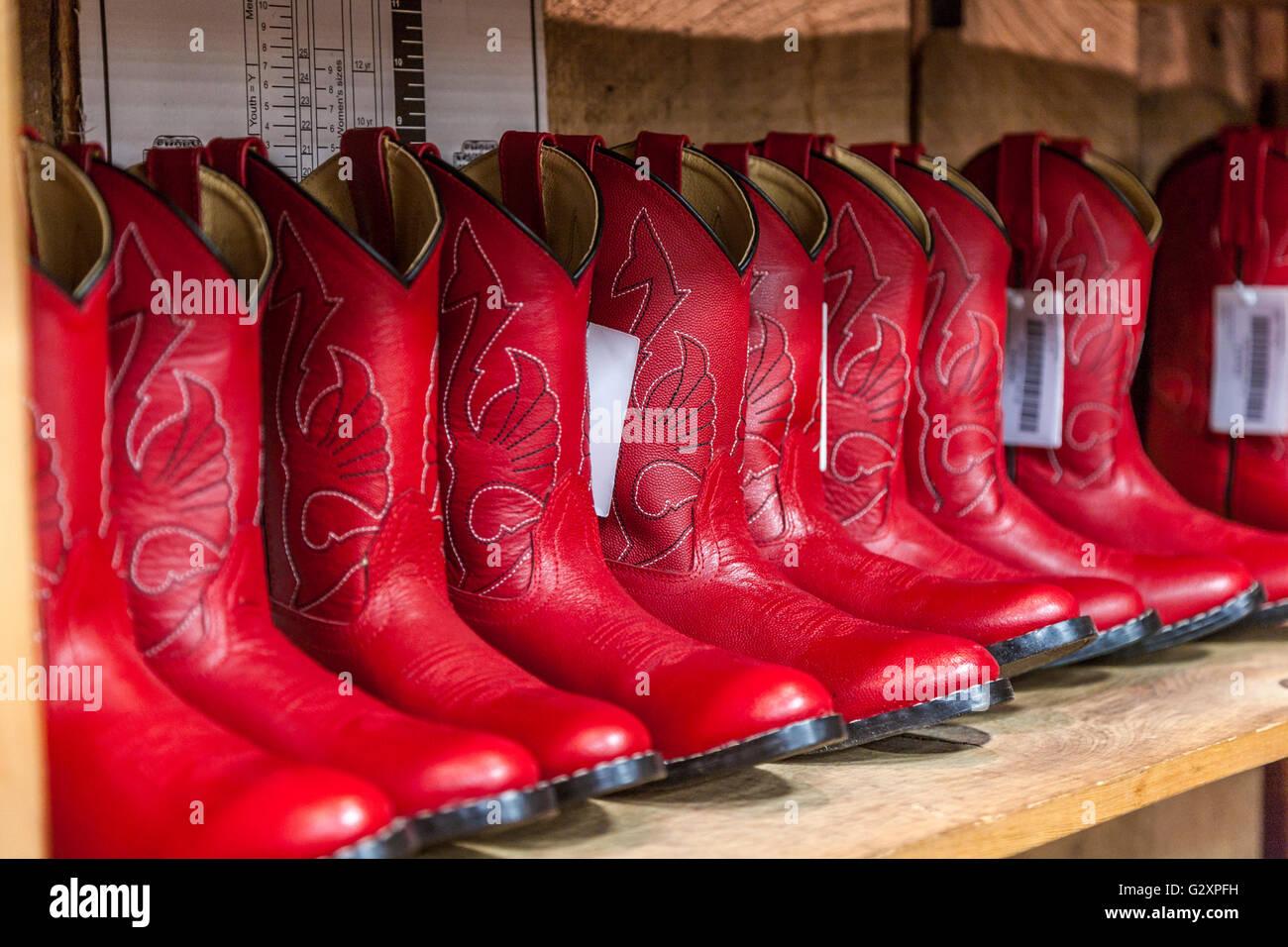 compras auténtico diseño encantador La mujer botas vaqueras rojas para la venta en la tienda de ...