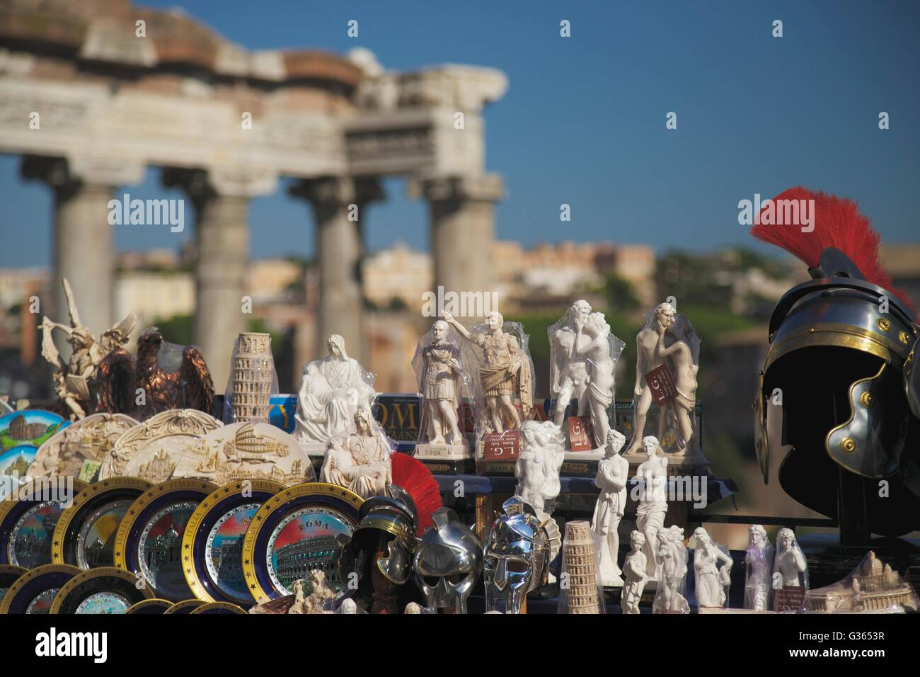 Recuerdos para la venta en el Foro Romano, Roma, Italia, Europa Imagen De Stock