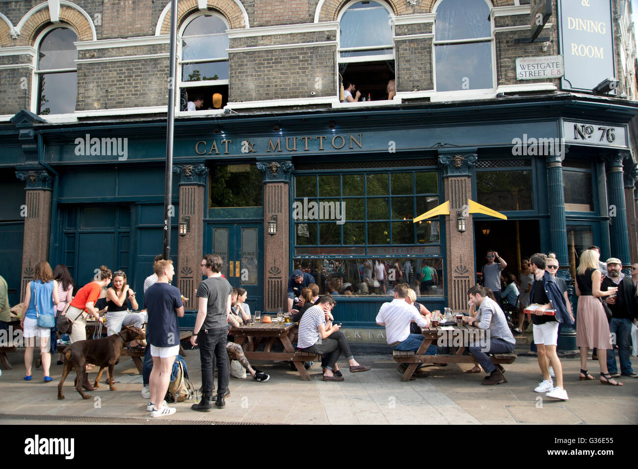 Hackney. Broadway Market. Cat y de cordero, pub. Imagen De Stock