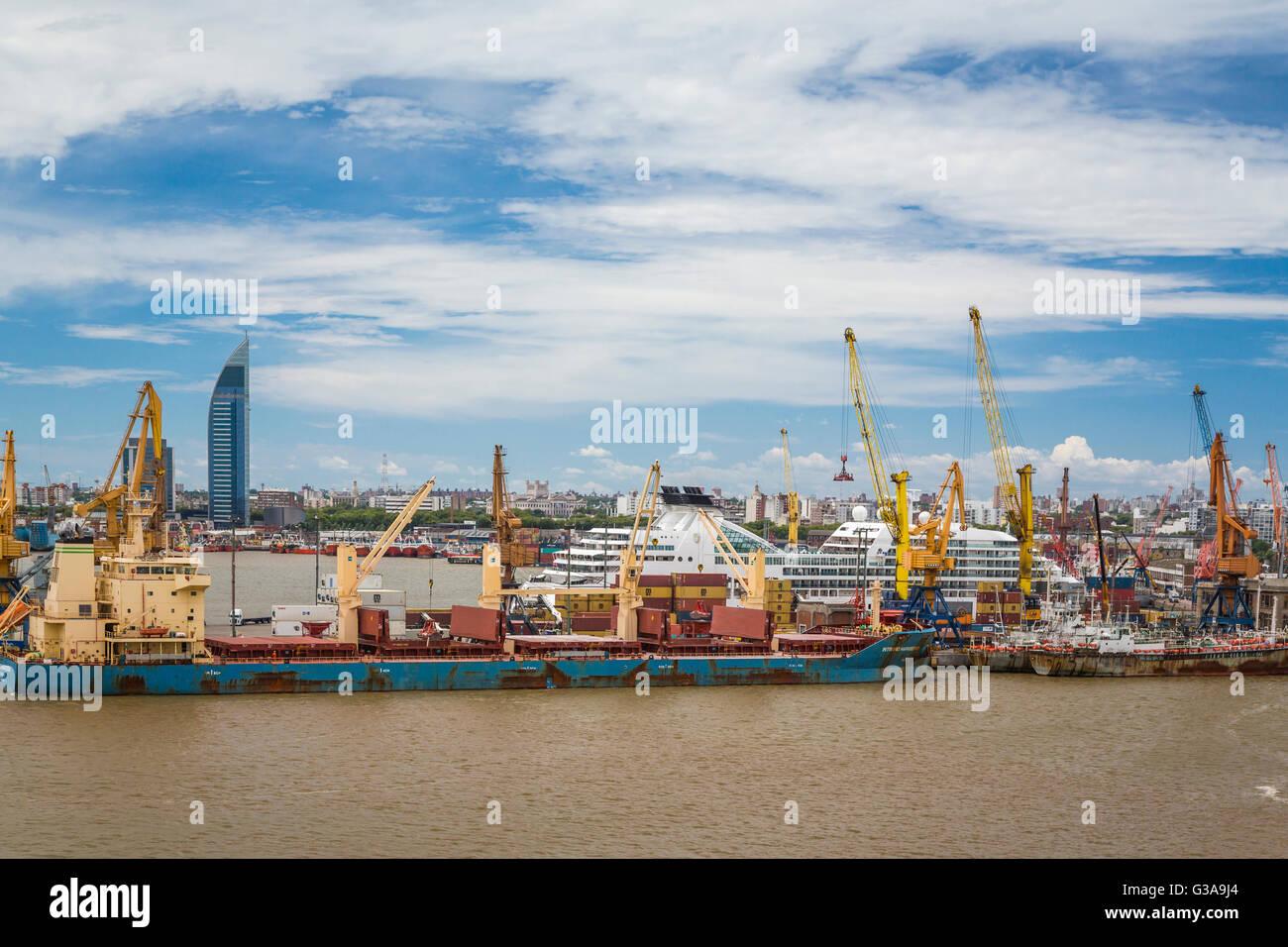 El puerto de Montevideo, Uruguay, en América del Sur. Imagen De Stock