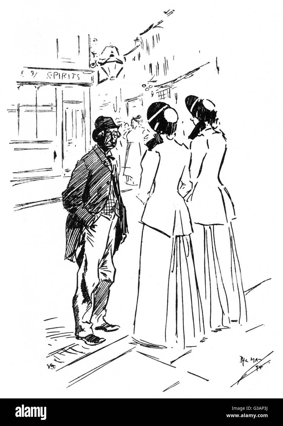 La ingeniosa reposte de una vieja desdentada empapar cuando se enfrentan con un par de mujeres del Ejército Imagen De Stock