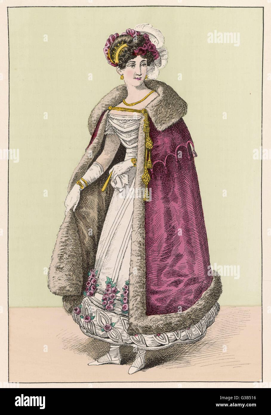 Dama francesa lleva una túnica blanca el dobladillo de que está adornado con cubitos, rouleaux, aplicado en forma foliar recortar &Amp; racimos de rosas rojas. Su manto rojo está forrada con piel. Fecha: 1821 Foto de stock