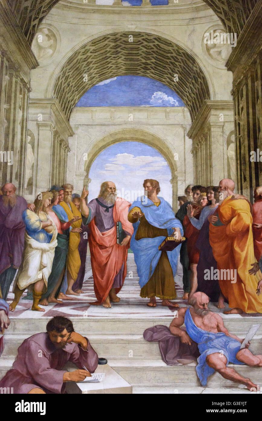 Roma. Italia. Detalle de Platón (centro izquierda) y Aristóteles (centro a la derecha) en la Escuela de Atenas, Foto de stock