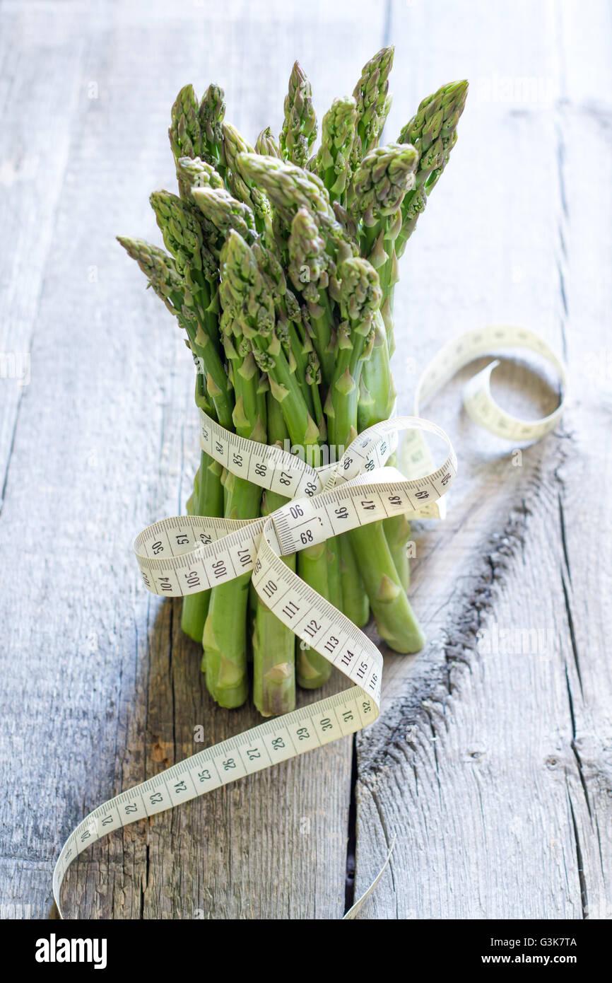 Espárragos y el estilo de vida y dieta saludables centímetro concepto abstracto Imagen De Stock