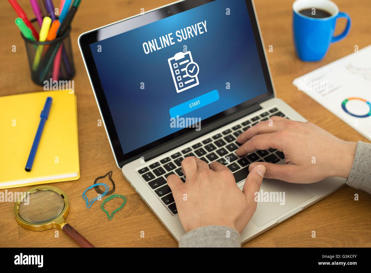 Encuesta en línea comentarios CONCEPTO DE SATISFACCIÓN DEL CLIENTE Imagen De Stock