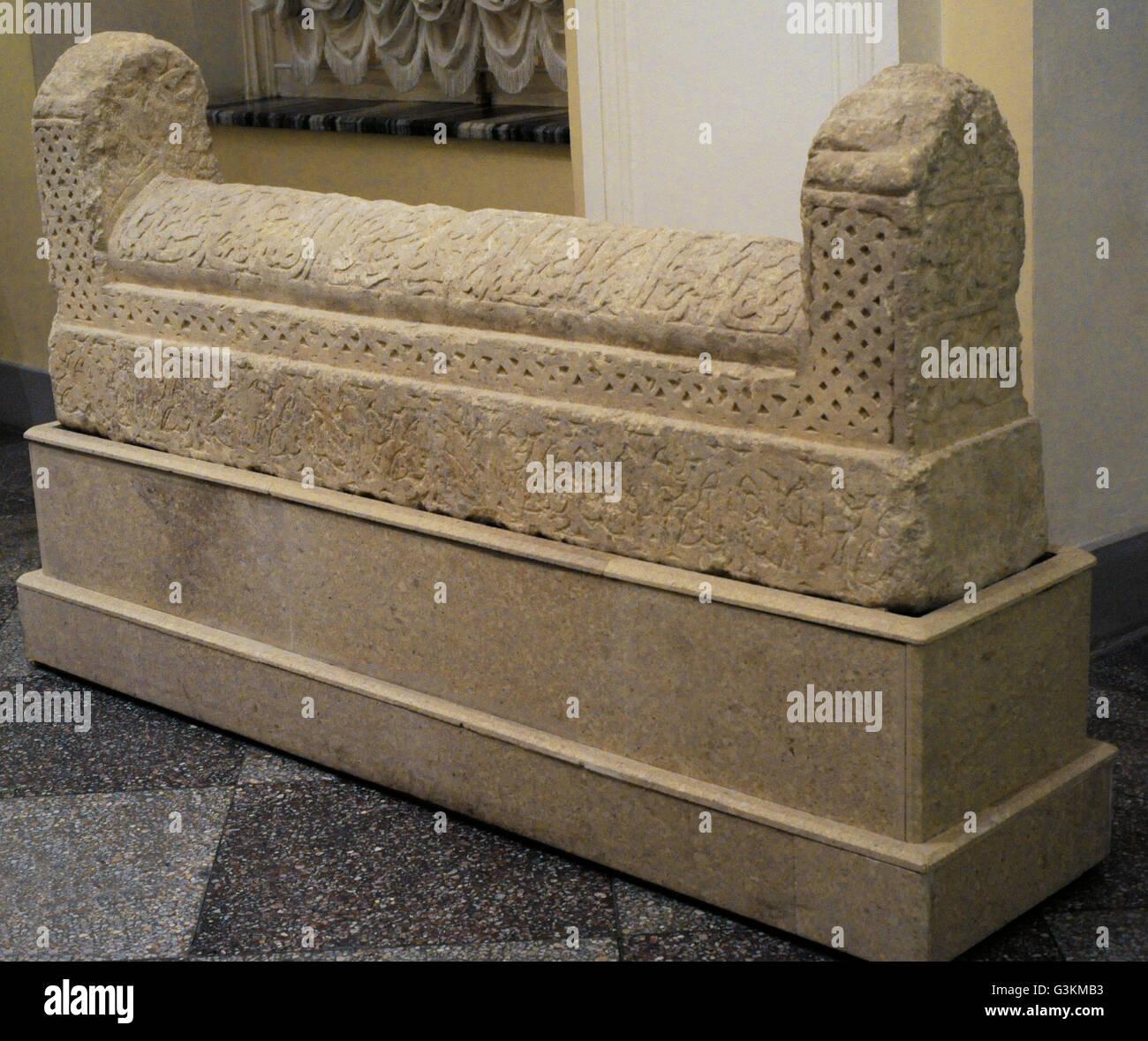 Tombstone. La horda de oro. Crimea (Solkhat). Siglo 14. La quilla-como la parte superior de esta lápida lleva Imagen De Stock