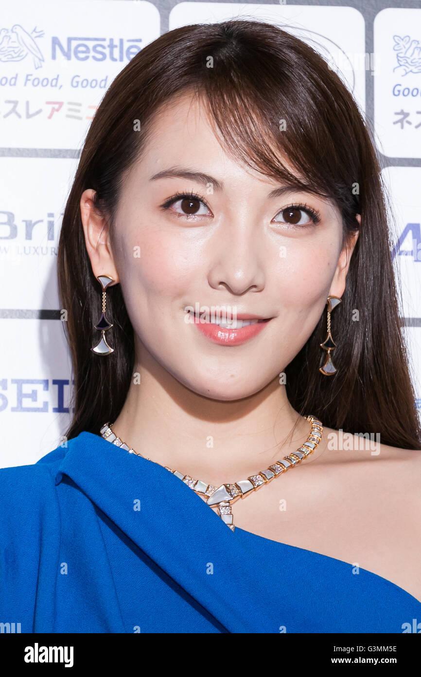 Actrices Coreanas la cantante y actriz coreana kang jiyoung posa para las