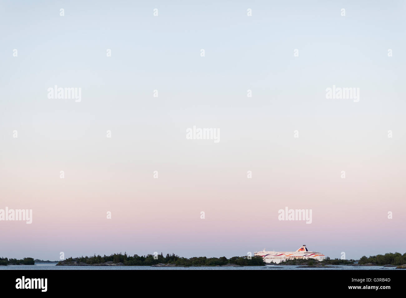 Suecia, archipiélago de Estocolmo, Uppland Fejan, Vista del cielo al amanecer Foto de stock