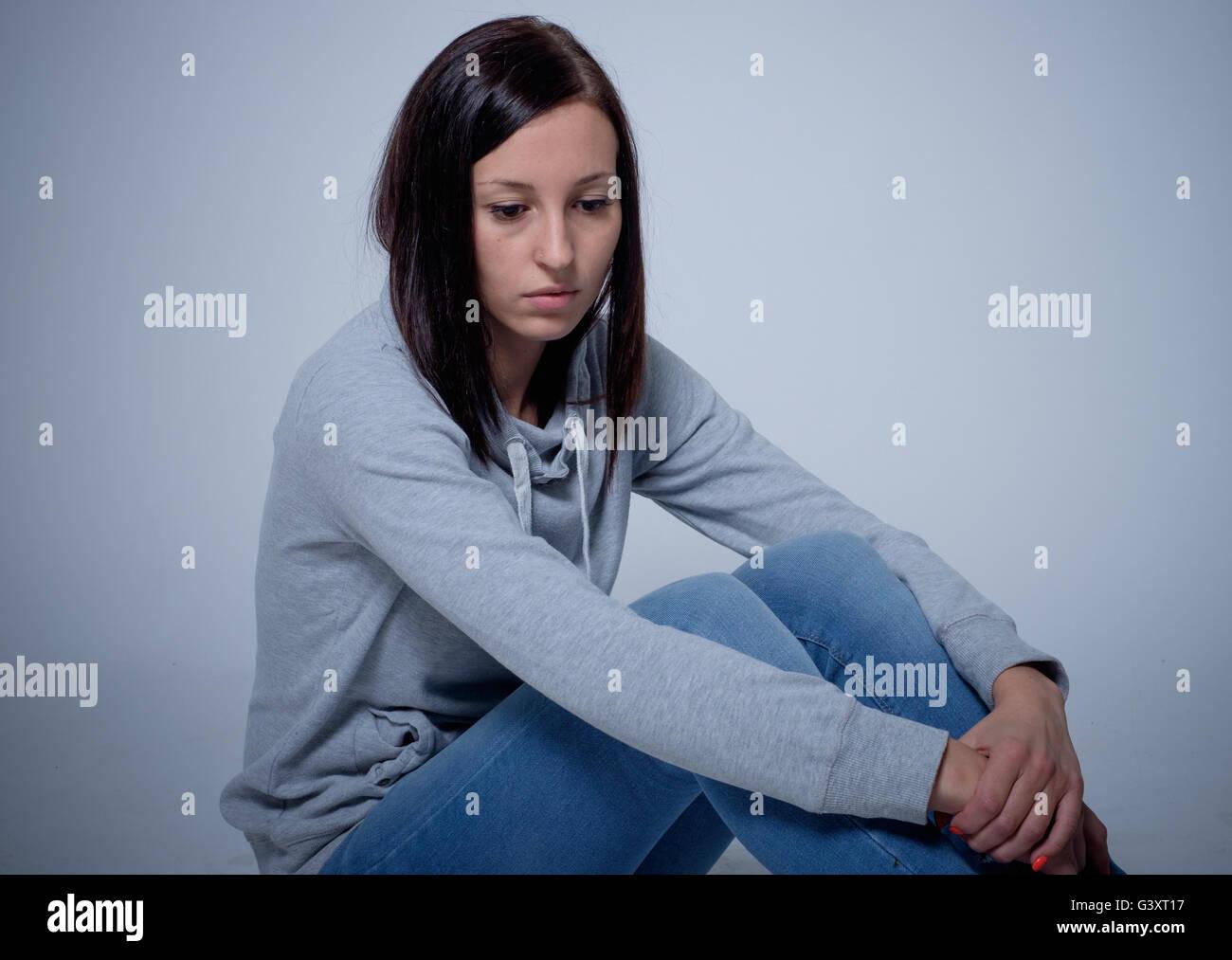Retrato de triste y deprimida joven Imagen De Stock