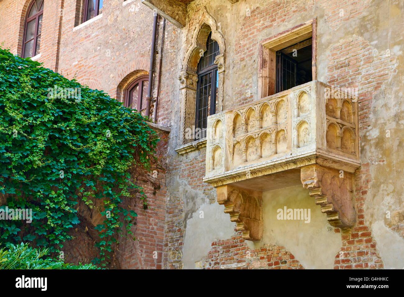 Balcón de Romeo y Julieta, la vieja ciudad de Verona, Región de Véneto, Italia Imagen De Stock