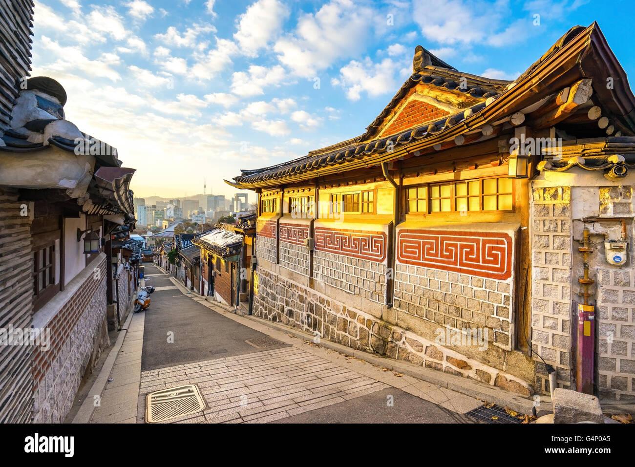 La antigua aldea Bukchon en Seúl, Corea del Sur. Imagen De Stock