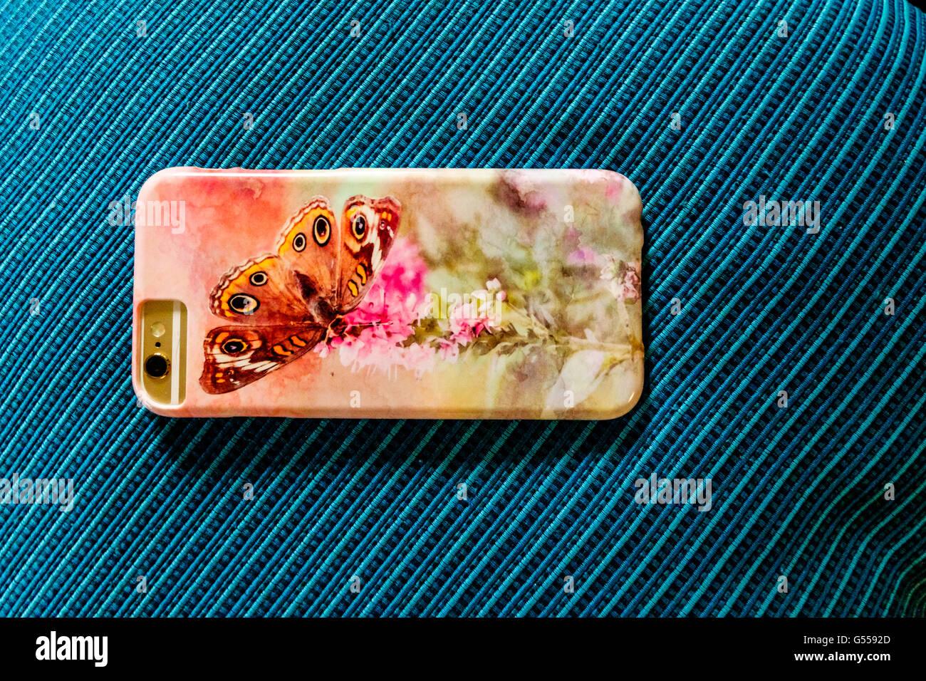 Una funda de teléfono personalizado para el iPhone 6s. Fondo turquesa, EE.UU.. Imagen De Stock