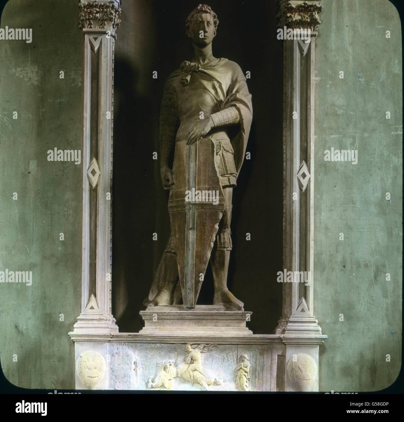 Die estatua des Hl. Georg guerra früher außen or San Michele angebracht, sie wurde 1416 geschaffen und Imagen De Stock