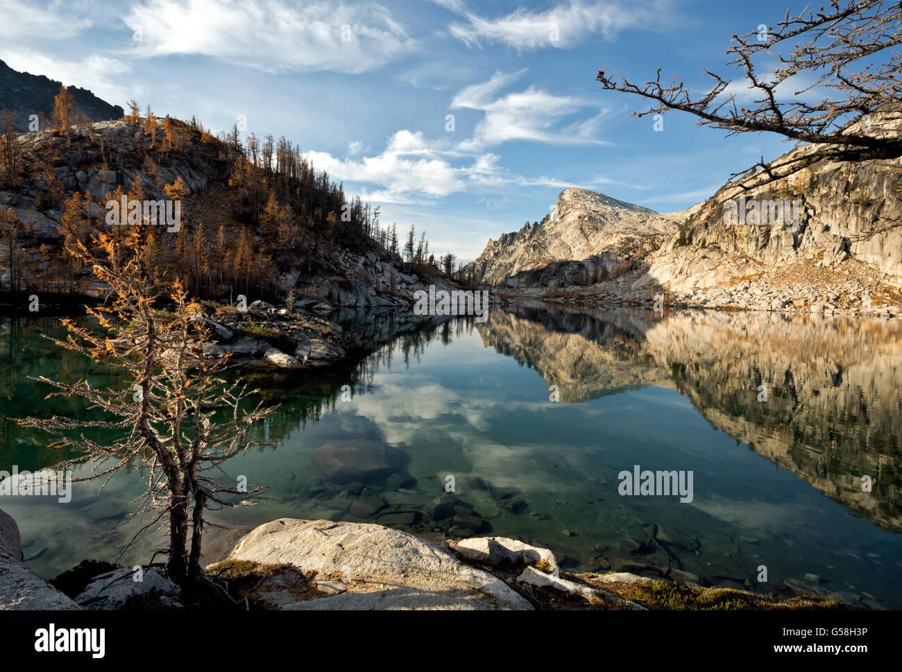 WASHINGTON - Little Annapurna de la perfección encanto lago en el área de la cuenca de Los Lagos lagos Imagen De Stock
